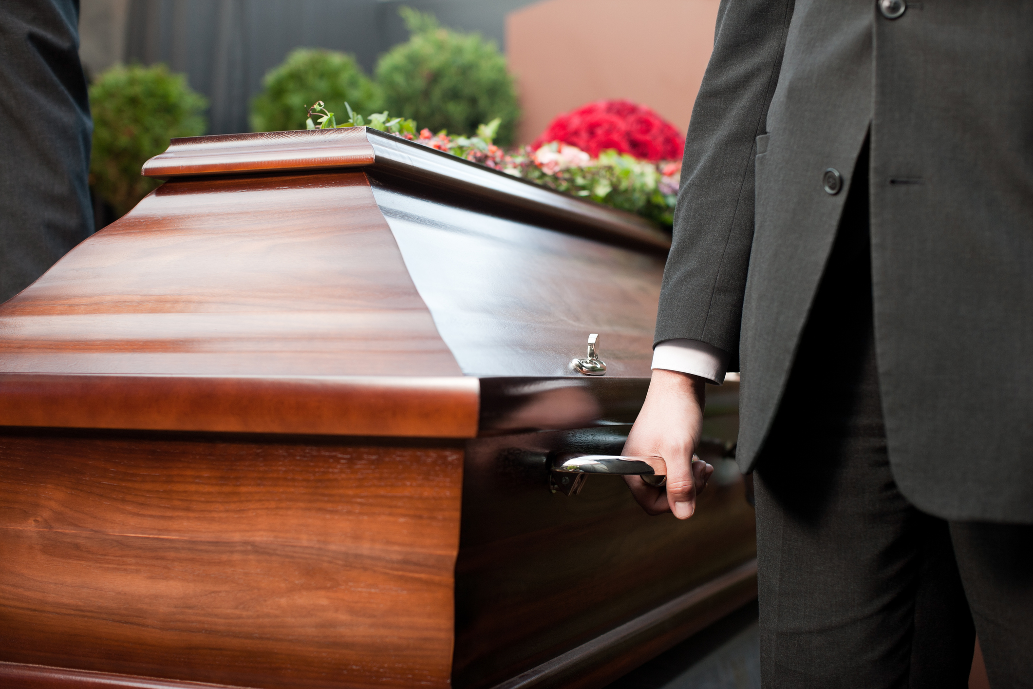 Casket carried by coffin bearers with tips how to save money on funeral costs